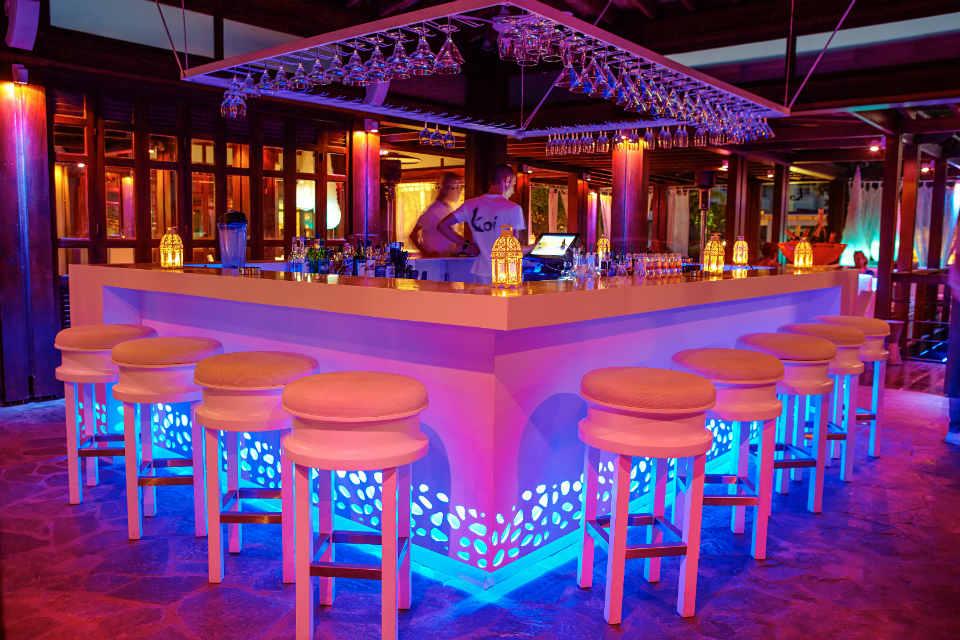 Ночные клубы Лимасол: Salut Bar & Grill