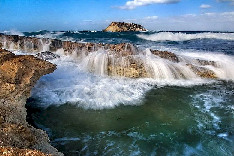 Температура воды на Кипре в августе: Прибрежье Аматис, Пафос