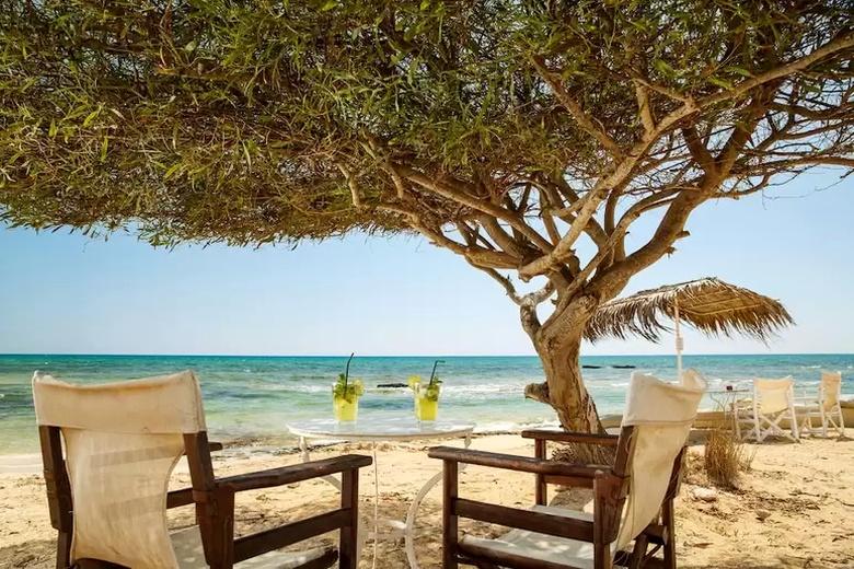 Кипр в октябре: погода, экскурсии, условия: Пляж Айя Фекла в Фамагусте - один из самых популярных пляжей Кипра