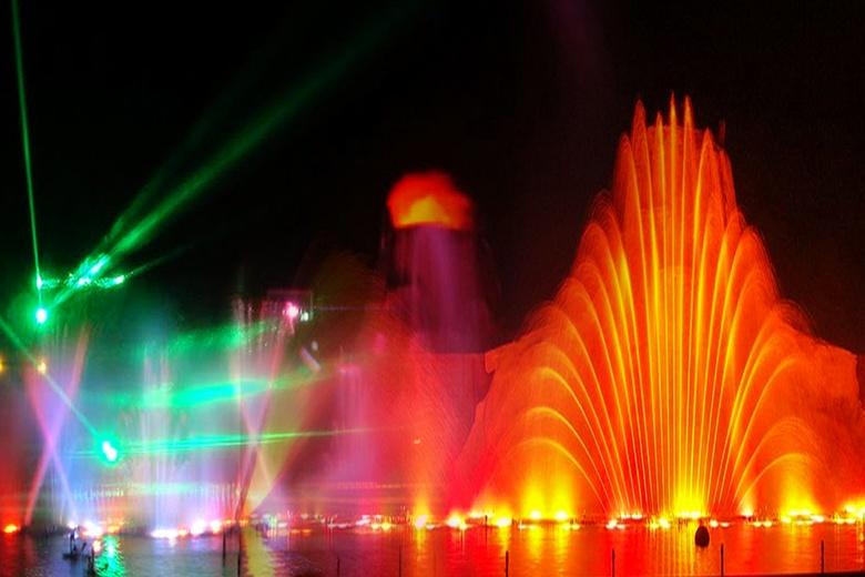 Изображение шоу фонтанов в Протарасе. Блог ProCyprus