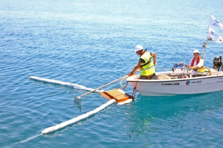 Жители и власти сражаются с загрязнением пляжей Лимасола: муниципалитет Лимасола ежегодно нанимает частные компании, для борьбы с загрязнением моря