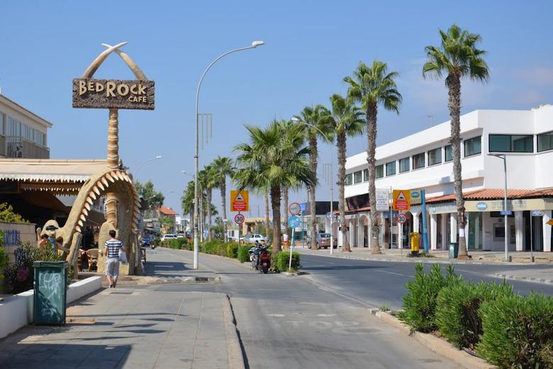 Изображение улицы Нисси в Айя-Напе. Блог ProCyprus